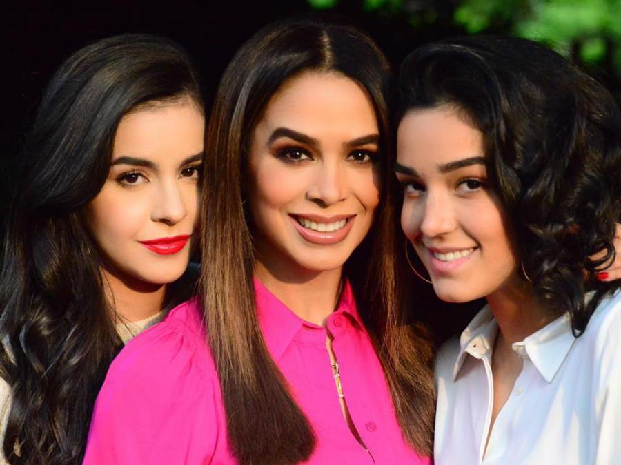 Biby Gaytán y sus hija Ana Paula y Alejandra