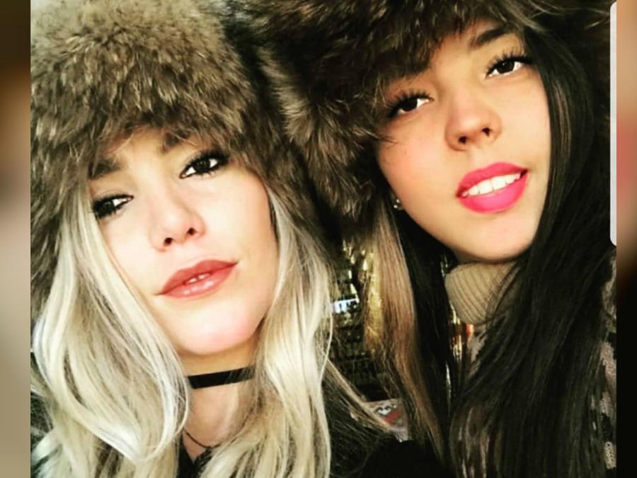 Frida Sofía con su media hermana Natasha