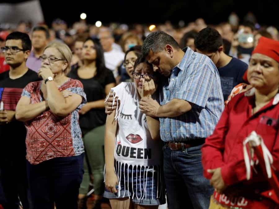 Vigilia por las víctimas del tiroteo del sábado en un complejo comercial en El Paso, Texas.