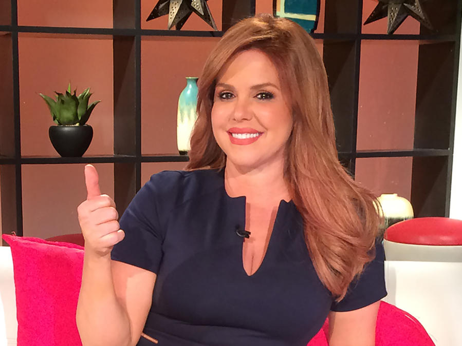 "María Celeste Arrarás presentando ""El Secreto de Selena"""
