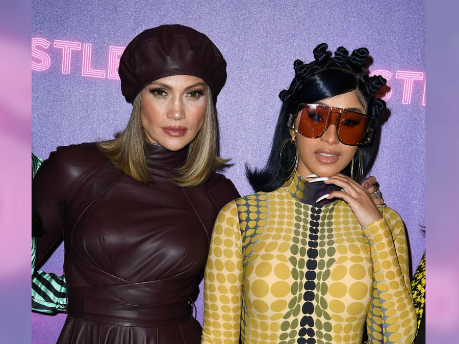 """Jennifer Lopez y Cardi B en un photo call para """"Hustlers"""""""