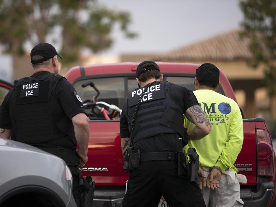Imagen de archivo de un arresto llevado a cabo por el Servicio de Inmigración y Control de Aduanas (ICE).