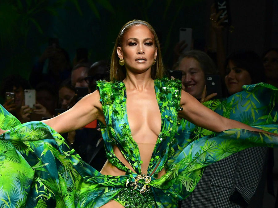 Jennifer Lopez en desfile de Versace