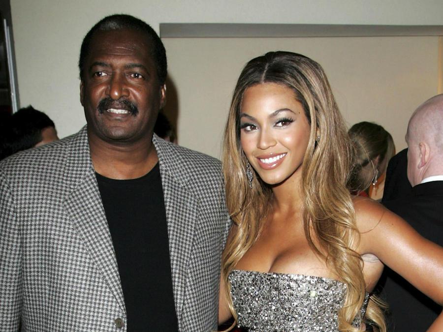 """Mathew Knowles con su hija Beyoncé en el estreno de """"Dreamgirls"""" en el Reino Unido, en 2007"""