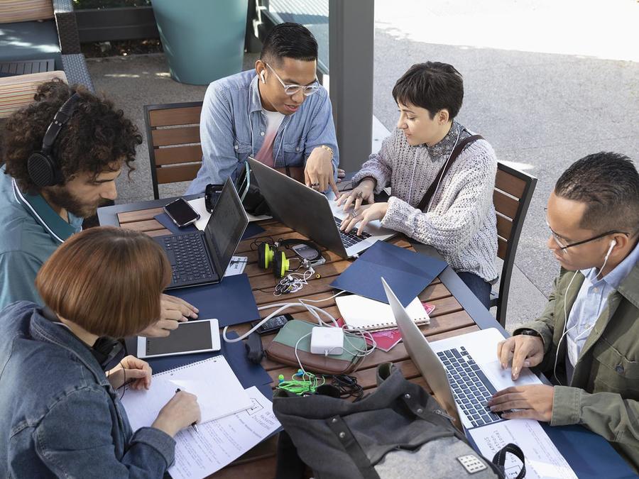 Millennial trabajando
