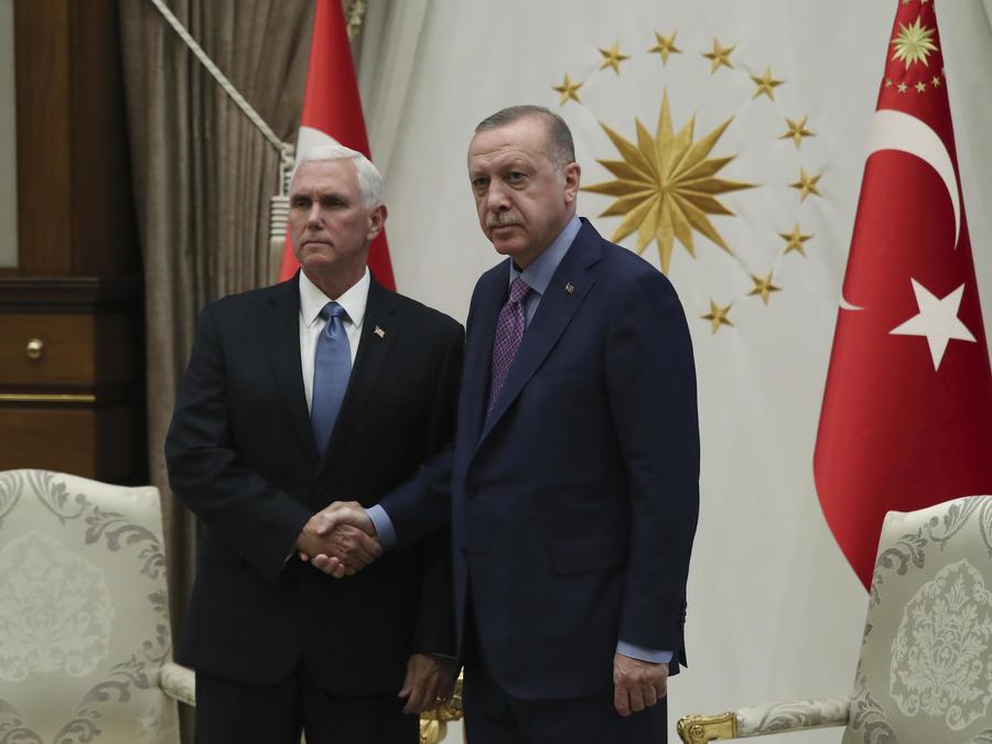 El vicepresidente, Mike Pence, reunido con el presidente turco, Recep Erdogan, en Turquía el 17 de octubre de 2019.
