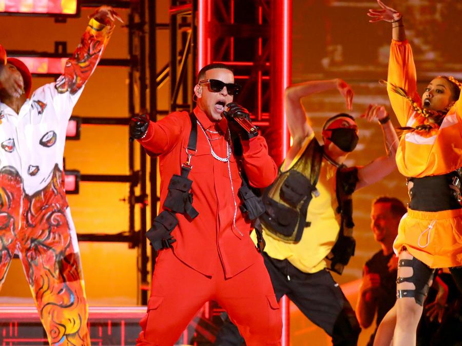 "2019 Latin AMAs: Daddy Yankee Debuts New Single ""Que Tire Pa' Lante"" (VIDEO)"