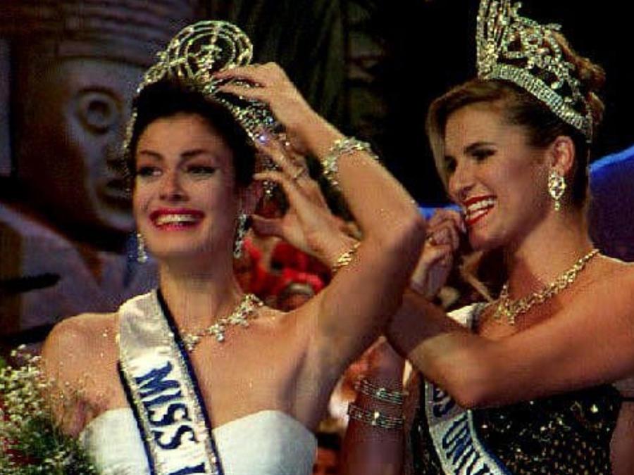 Dayanara Torres Miss Universo Puerto Rico 1993 coronación