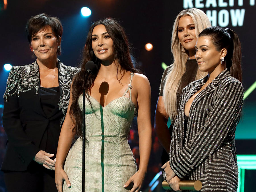 Kris Jenner, Kourtney Kardashian, Khloé Kardashian y Kim Kardashian en los People's Choice Awards 2019