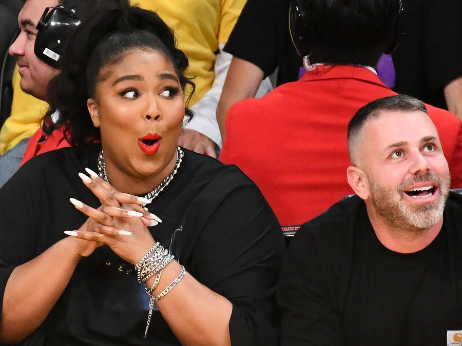 Lizzo Shows off Thong and Twerks at a Lakers Games as Her Song 'Juice' Plays (Watch)