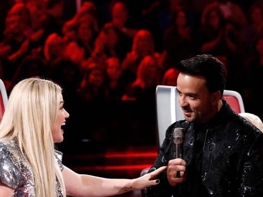 Watch Luis Fonsi teach Kelly Clarkson Spanish on The Voice
