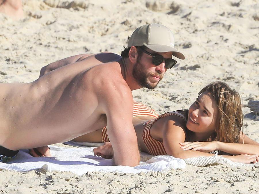 Captan a Liam Hemsworth besando a su nueva novia