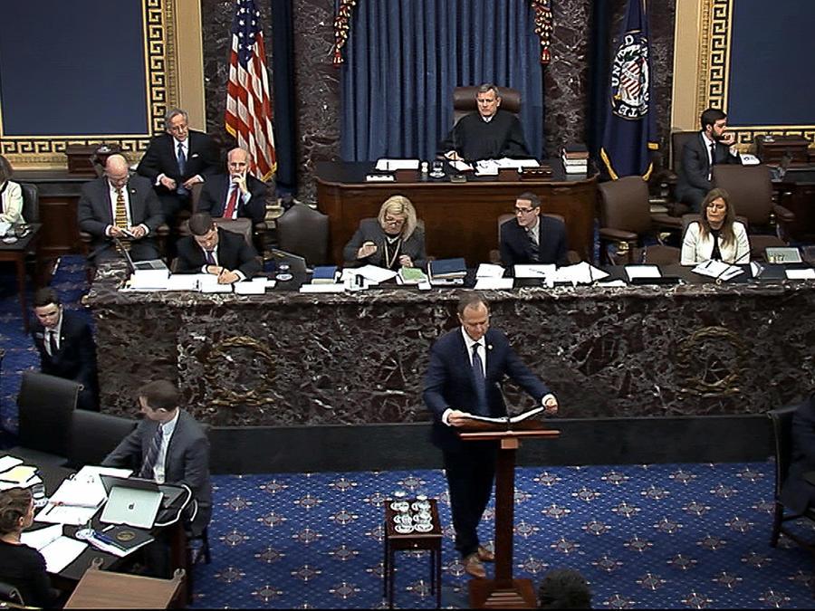El representante Adam Schiff por California, el líder de los 'fiscales' del juicio contra Trump, en el pleno del Senado el 22 de enero, 2020, en Washington, DC.