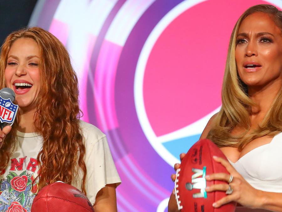 Waiting for tonight: J. Lo, Shakira discuss Super Bowl gig