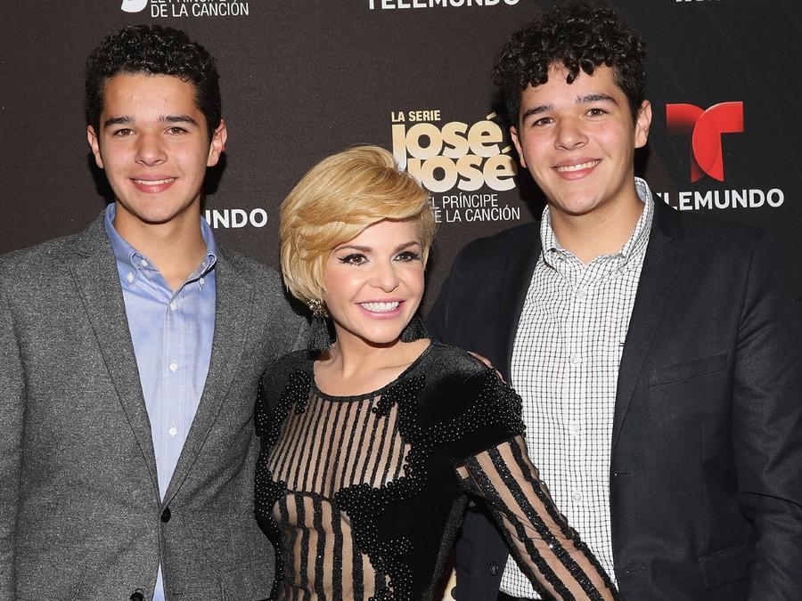 Itatí Cantoral con sus hijos