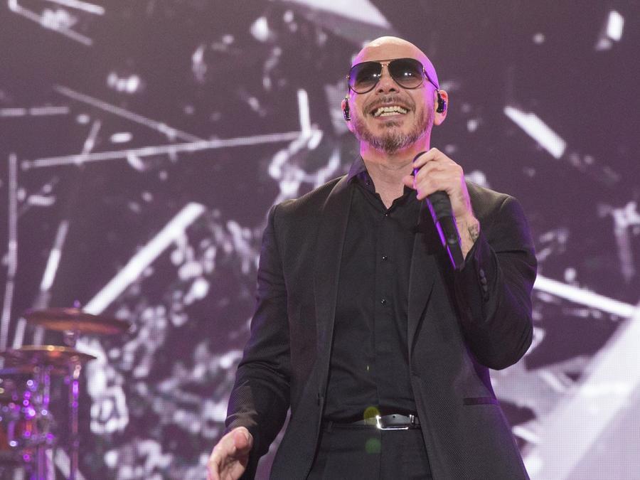 """Pitbull lanza """"I believe that we will win"""" animando al mundo"""