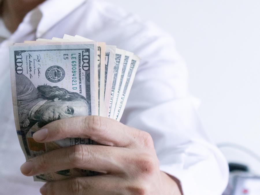 Hombre con dinero