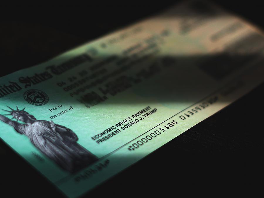 Cheque de ayuda de 1,200 dólares aprobado en marzo.