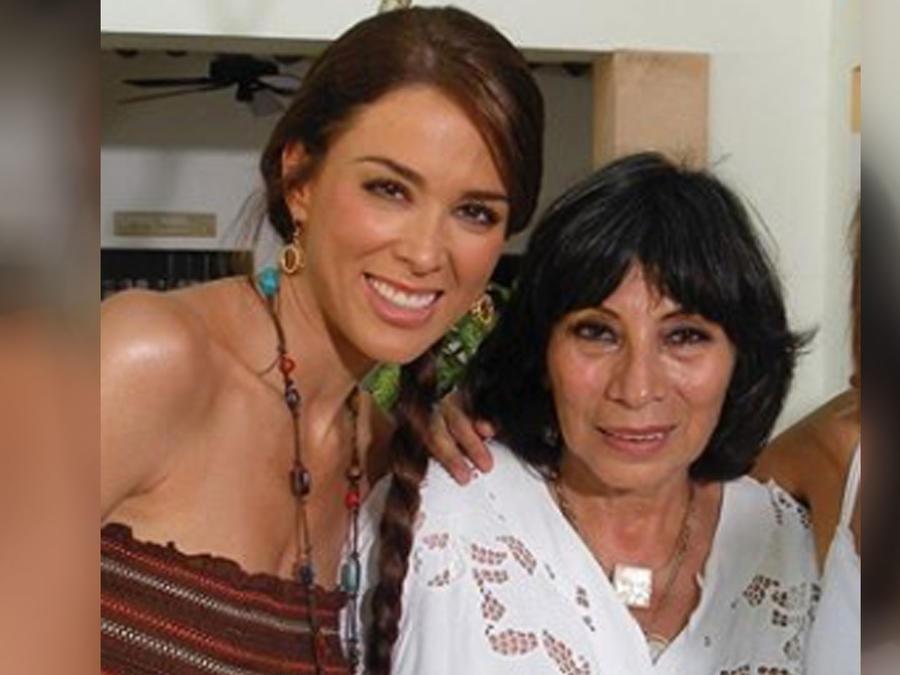 La actriz Jacky Bracamontes y Mónica Miguel