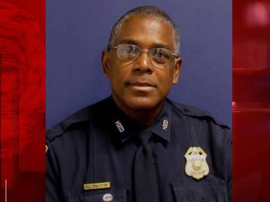 Sargento Harold Preston, sargento del cuerpo policial de Houston que murió en una balacera. El sospechoso es un indocumentado de El Salvador con antecedentes penales.