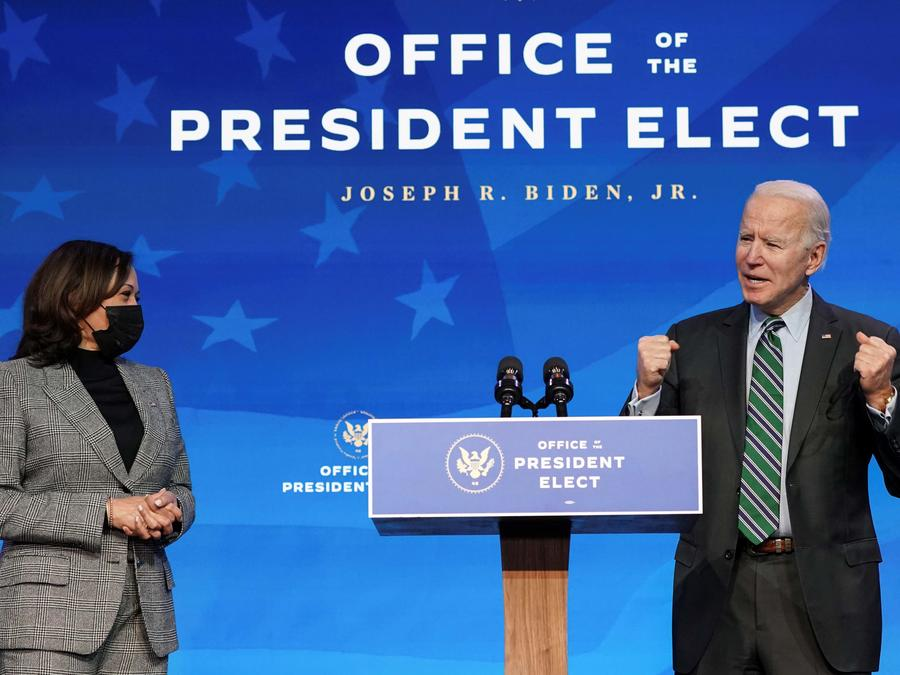 Joe Biden presentó este sábado a miembros de su equipo de ciencia, acompañado por Kamala Harris.