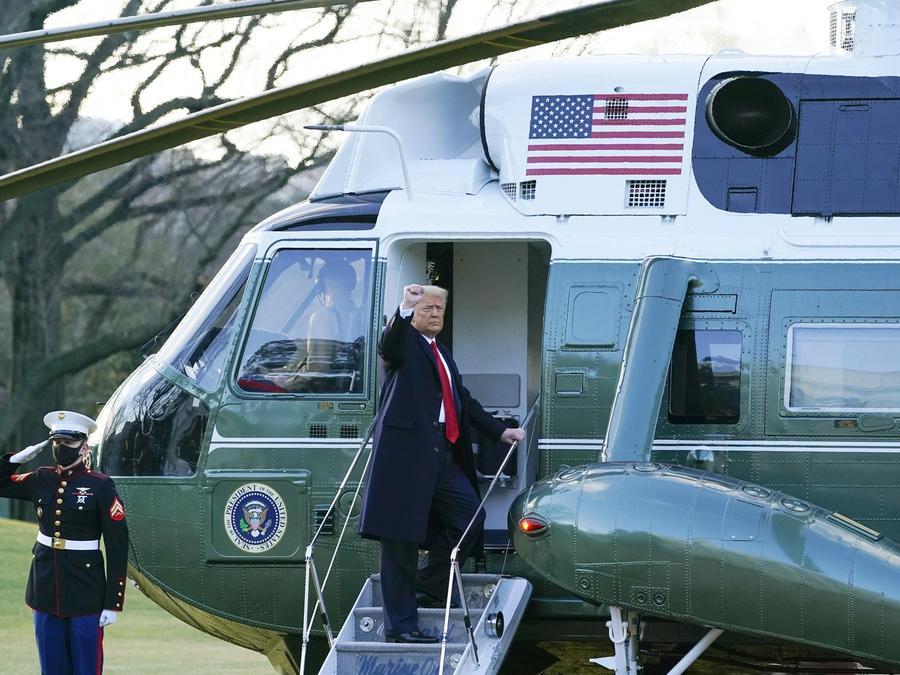 El presidente Donald Trump antes de abordar el Marine One en el jardín sur de la Casa Blanca, el 20 de enero de 2021.