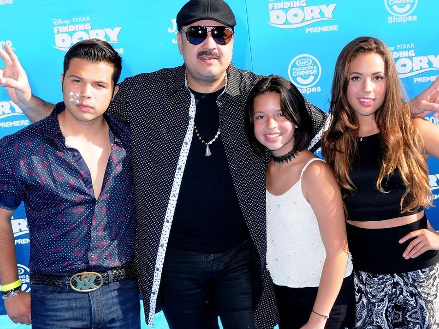 Pepe Aguilar y sus hijos