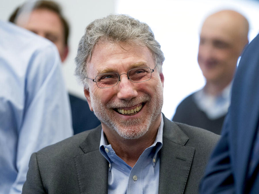 El director ejecutivo de The Washington Post, Marty Baron, en la redacción del diario al ganar dos premios Pulitzer, en abril de 2018.