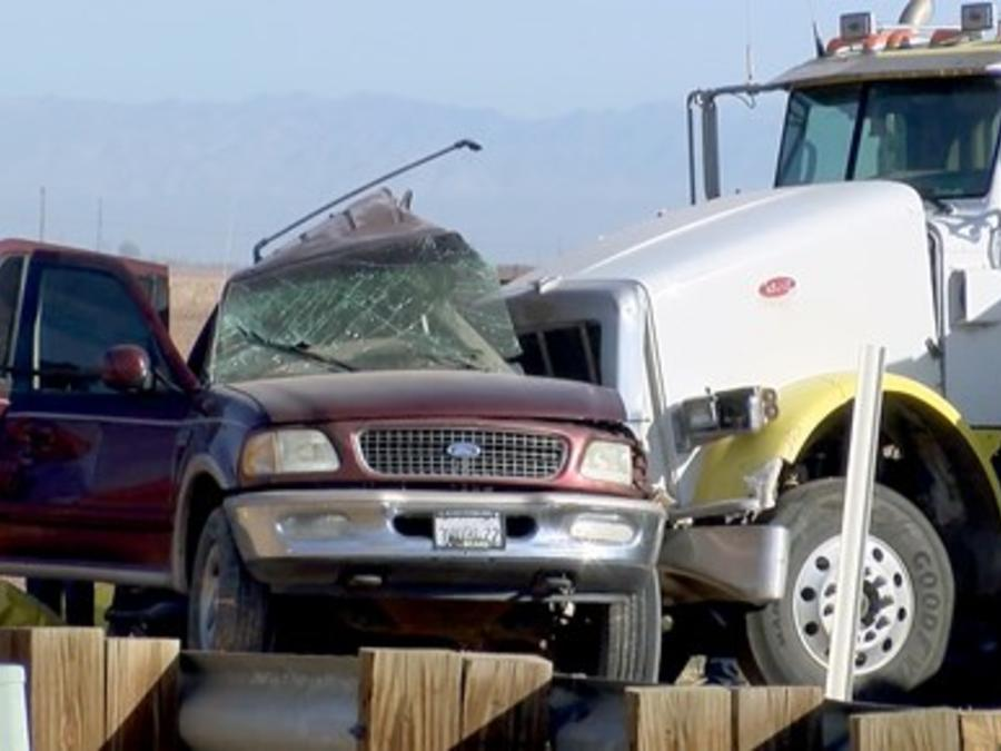 Estado del camión y la camioneta SUV tras la colisión.