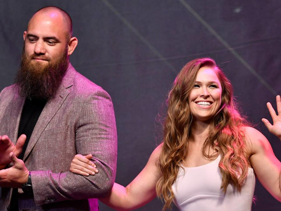 Travis Browne y Ronda Rousey, UFC Hall of Fame Class 2018