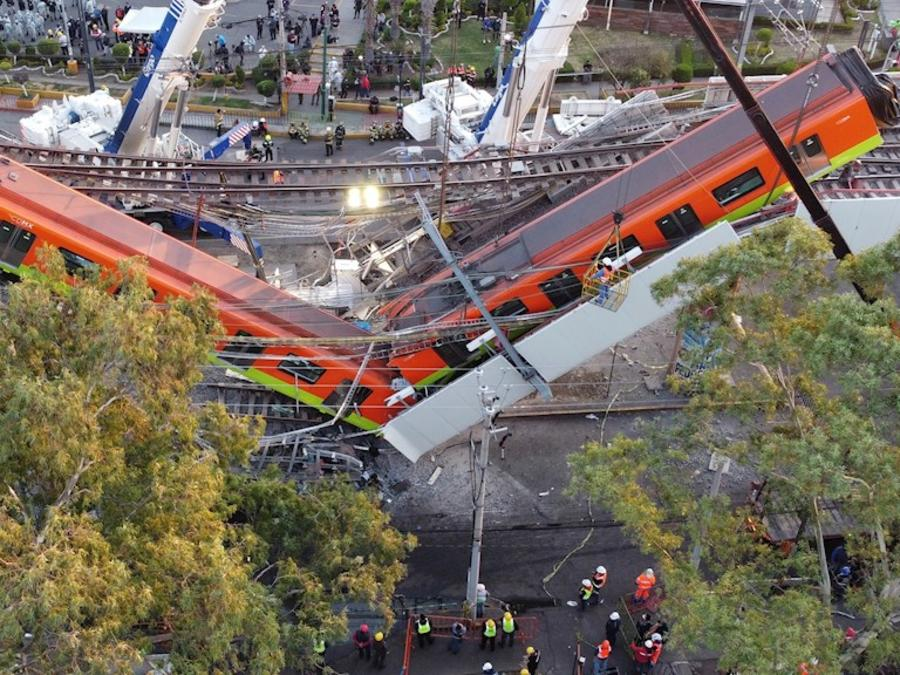 La zona del colapso en la línea 12 del Metro de Ciudad de México, la mañana después del siniestro, el 4 de mayo de 2021.