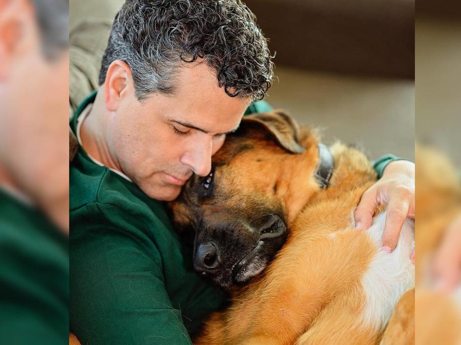 Marco Antonio Regil y su perro