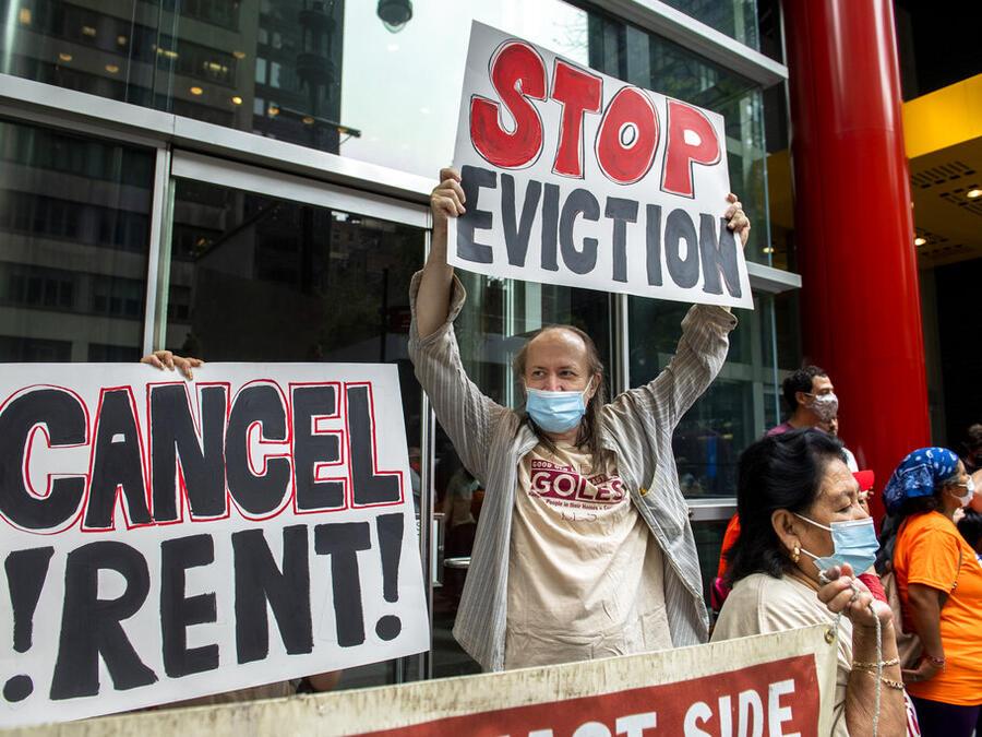Una protesta contra el fin del moratorio de desalojos en Nueva York