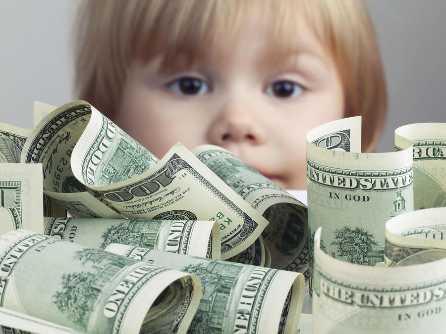Niño con dinero