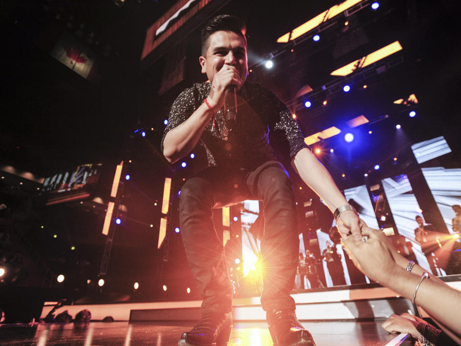 "Telemundo's ""Premios Tu Mundo"" Awards 2015 – Performance"