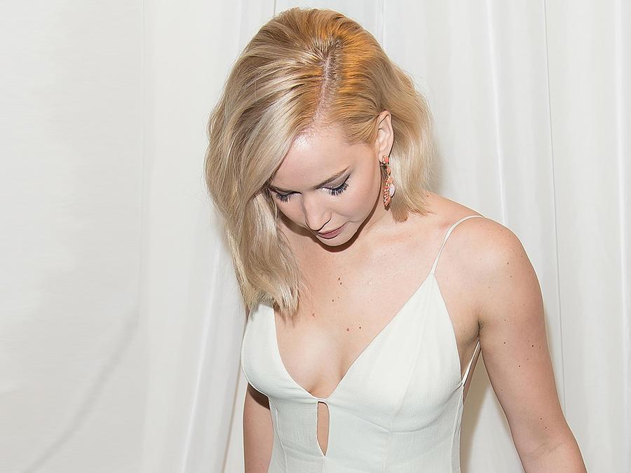 """Jennifer Lawrence parecia un angel durante la premiere de la película """"Joy"""""""