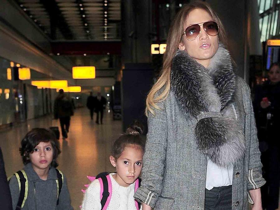 Jennifer Lopez con sus hijos en LAX