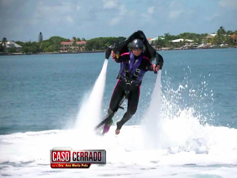 La Dra. Polo arriesga su vida en un jetlev para demostrar el sueño de una madre (VIDEO)