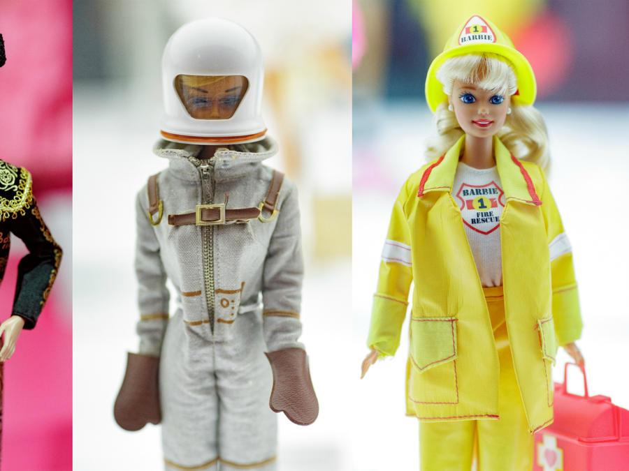 """Barbie torera, Barbie Astronauta y Barbie Bombero en la exhibición """"Barbie, más allá de la muñeca"""" en Fundación Canal."""