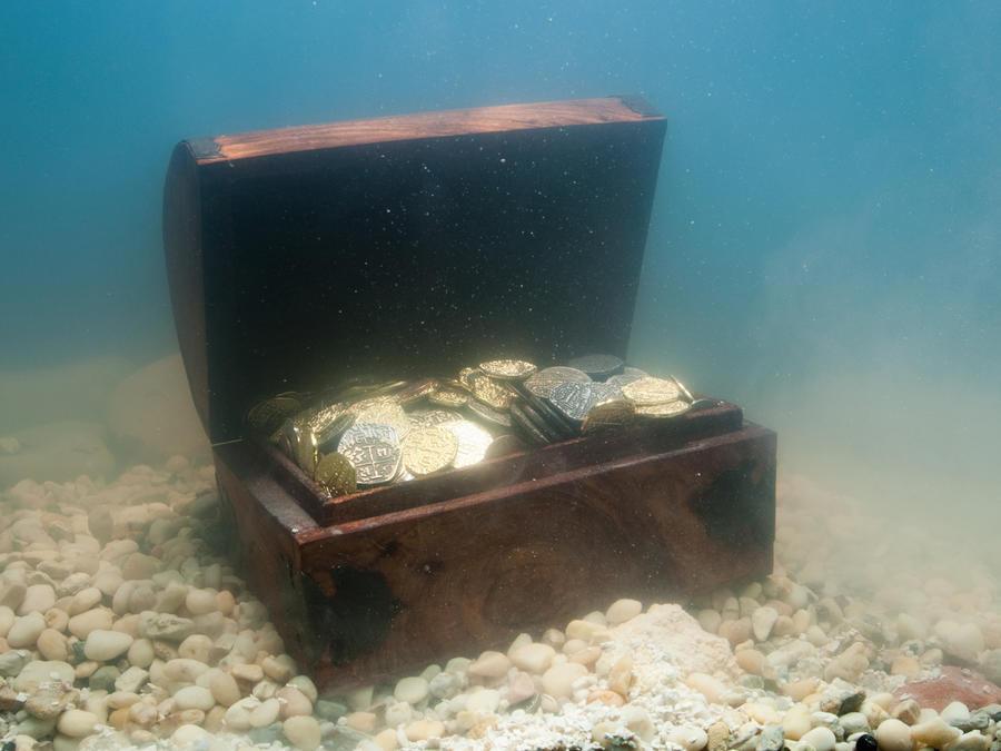 cofre en el fondo del mar