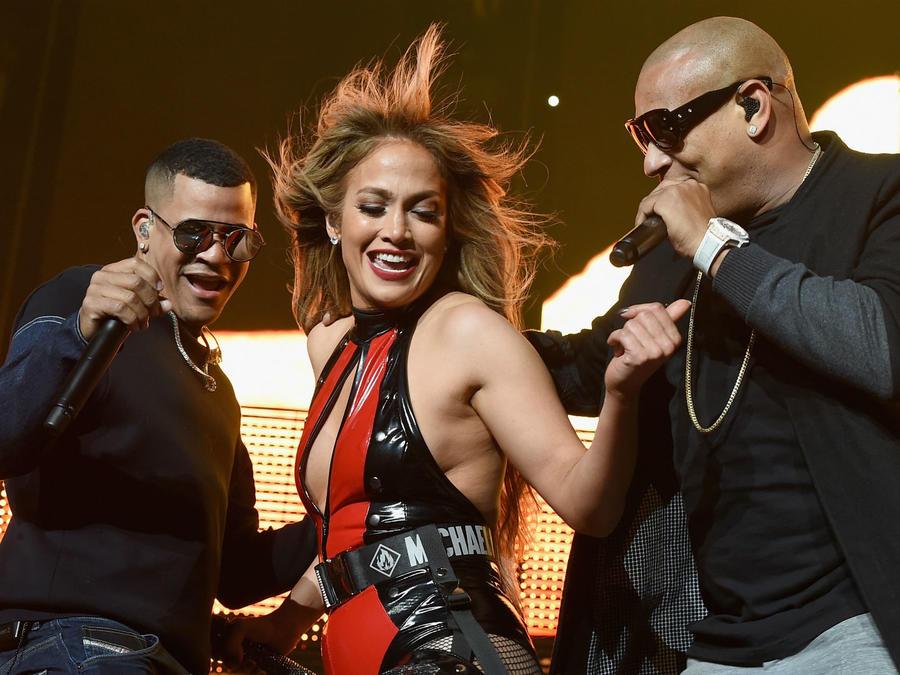 Jennifer Lopez con Gente de Zona en Calibash 2018