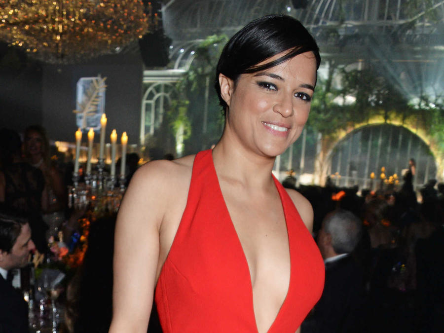 Michelle Rodríguez vestido rojo