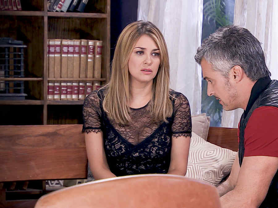 Aracely Arámbula triste con Diego Soldano en Los Miserables