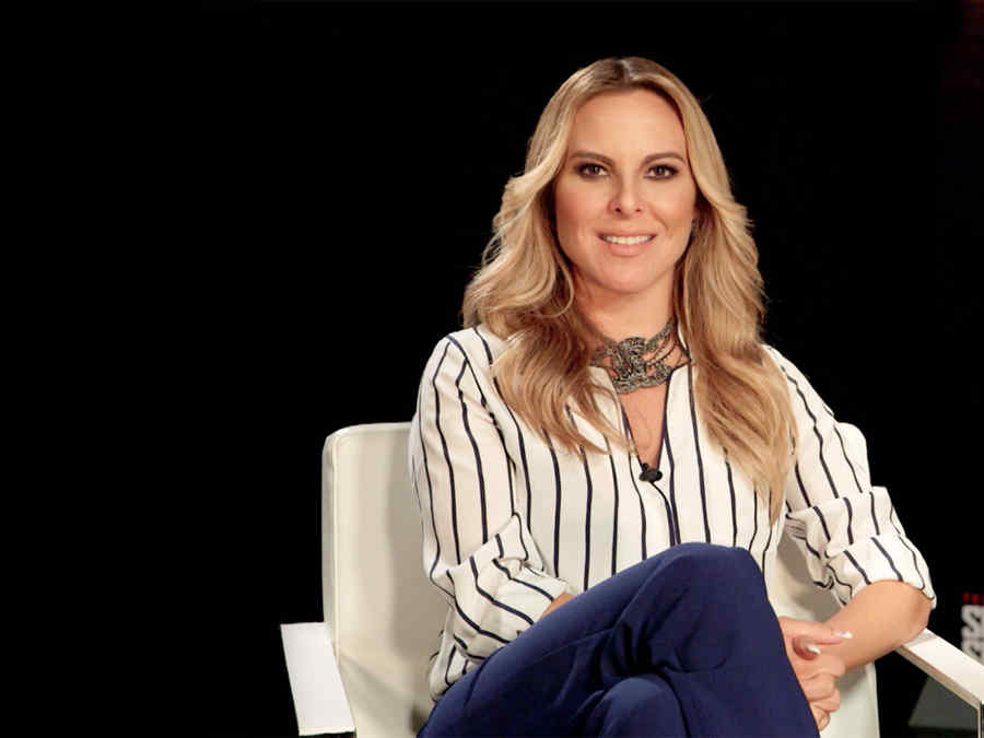 Kate del Castillo, Anastasia Cardona, invitando a ver el Gran Final de Dueños del Paraíso