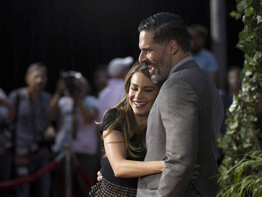 """Vergara and Manganiello pose at the premiere of """"Jurassic World"""" in Hollywood"""