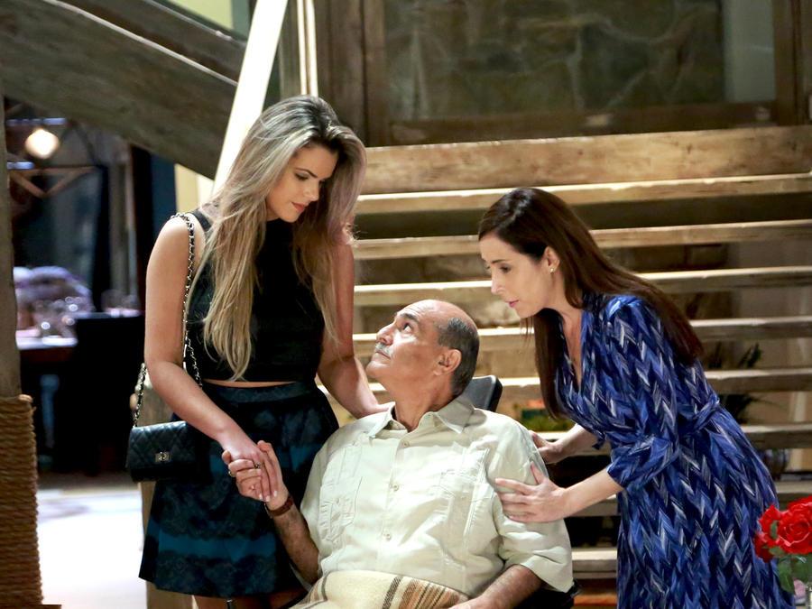 Isabella Castillo, Joaquín Garrido y Adriana Lavat en Tierra de Reyes