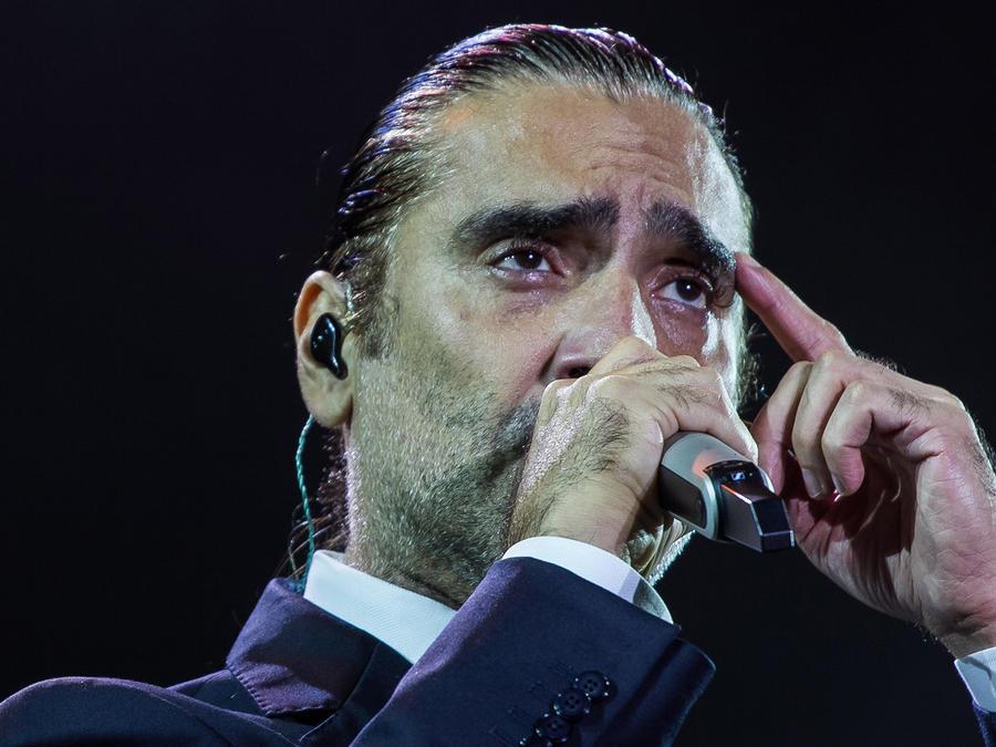 Alejandro Fernández arremete contra su padre