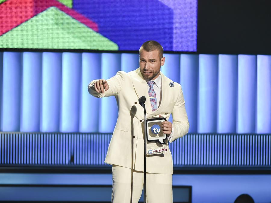 Rafael Amaya en Premios Tu Mundo 2015