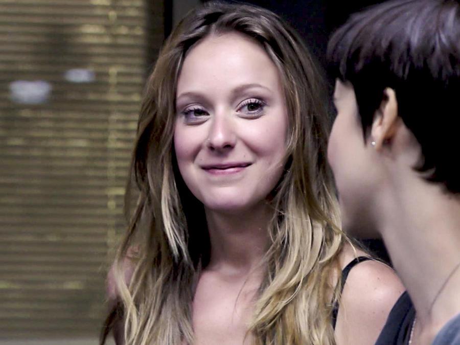 Carol Abras sonriendo en Avenida Brasil