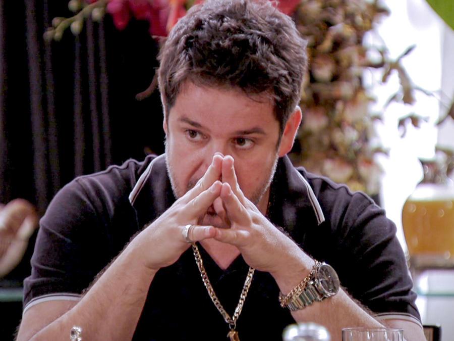 Murilo Benicio preocupado en Avenida Brasil